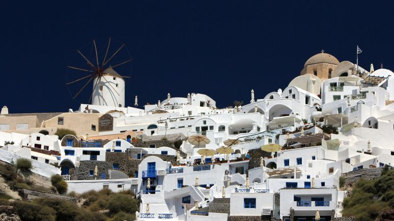 Oia - Up to the windmill